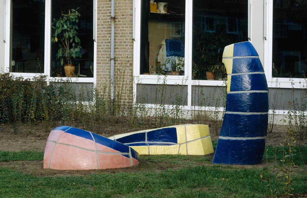 Kunstobject, Berglarenschool, Gemert, Yvette Lardinois, ceramic, 1995