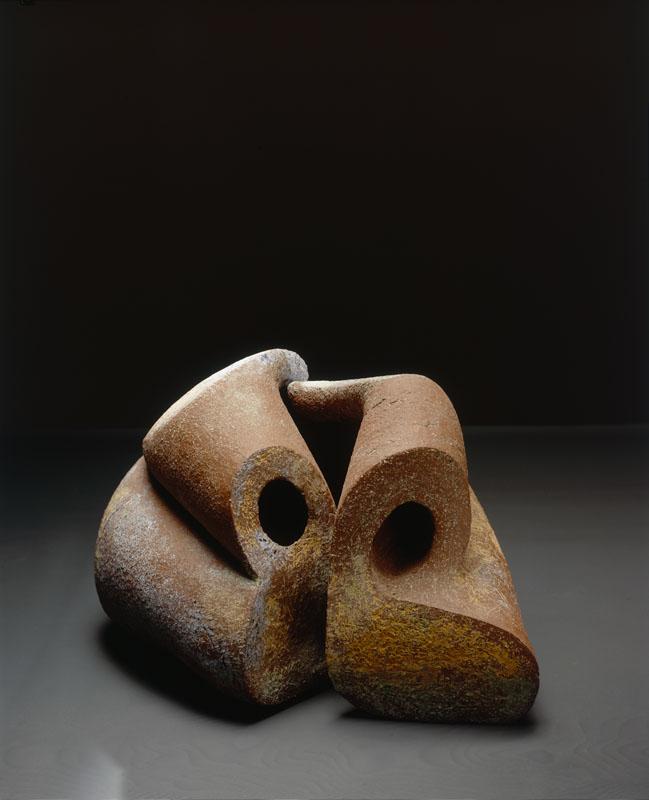 Zonder titel, handvorm, 1990, keramiek. Yvette Lardinois