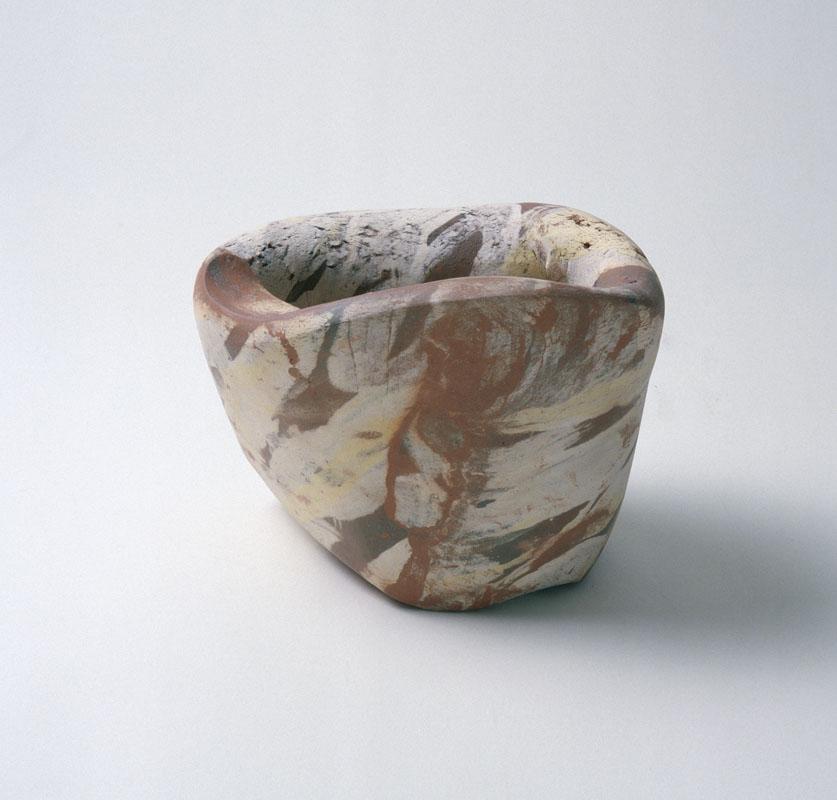 Zonder titel, container, handvorm, 1988, keramiek. Yvette Lardinois